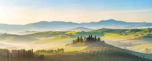 Woah, now doesn't that define beauty? This is the beautiful region of Tuscany, early in the morning. It looks so peaceful and has loads of space to play literally almost anything! We can have fun and relax at the same time. I didn't think that was possible.