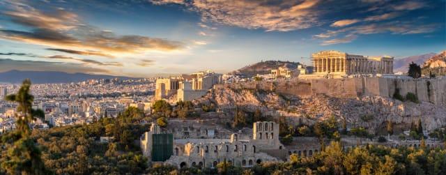 Greece may be a poor country, but from this picture, it looks fantastically luxurious. It definitely looks like it's worth the visit. Don't you think? Anyway, this city is the capital, actually; Athens.