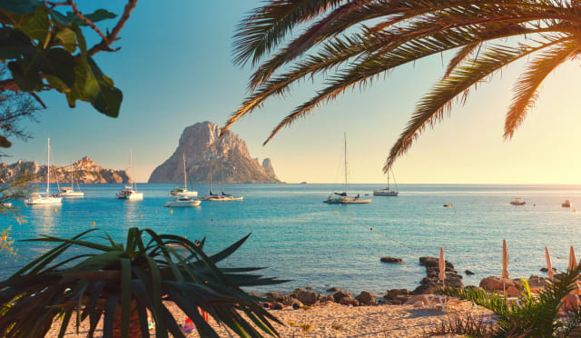Cala d'Hort. A beach on the western seaboard of the Spanish island of Ibiza. Can't you just picture yourself there with a couple friends, relatives... or even alone for that matter. C'mon, do me a favor and close your eyes. Now, begin to imagine.