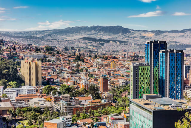 Oooh! Another devine city. I have been wanting to come here since forever. I'm telling you, I'm not sure what it is about that country that makes me want to pick up my bags and go there this instant. Shall we go and explore the capital Bogota? I think we shall!