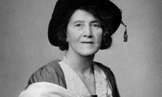 Su madre participó activamente en el movimiento social de las sufragistas -mujeres que iniciaron una revolución con el propósito de que se les permitiera votar-, por lo que el feminismo corría por sus venas.