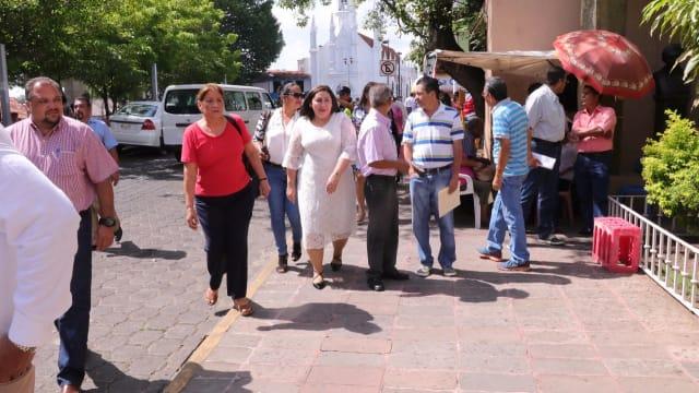 La diputada del PRD, Patricia Hernández Calderón llegó caminando al recinto legislativo.