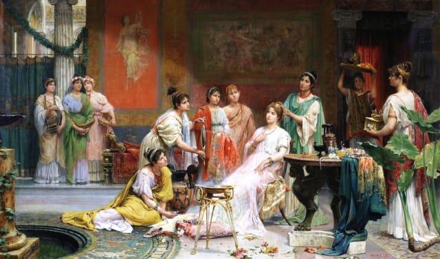В Древнем Риме был культ светлой кожи и белокурых вьющихся волос. Римлянки обесцвечивали волосы, смазывая их козьим молоком и золой, и выставляя на солнце. В период римской империи в моду вошли высокие прически на веерообразных каркасах с накладками из искусственных волос. Уход за кожей и волосами богатых жен патрициев проводили специально обученные молодые рабыни под надзором более пожилых и опытных женщин. Римляне, и мужчины и женщины, были фанатами гигиены. Они много часов проводили в термах (купальнях), где им делали массаж, окунали в купели и делали многочисленные косметические процедуры.