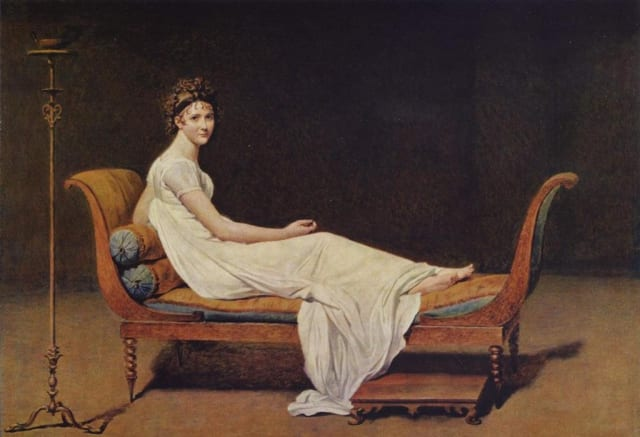 """В эту эпоху, после Великой французской революции, ценится естественная красота и стройность. Образцом для подражания становится римское искусство, что привнесло блеск и помпезность. Девушкам полагалось иметь большие глаза и белую кожу. Они ходили в легких платьях измуслима,с поясом под грудью. Позднее к платью стали прилагаться шали. Почему? Дело в том, что модницы так гнались за красотой, что нередко простужались в легких платьях, заболевали и умирали во время холодов. Законодательницей моды стала Жозефина, возлюбленная Наполеона. Ее день проходил в неустанных заботах о своей внешности. Утром она принимала ванну из миндального молока, затем к ней приходили """"мозольный оператор"""" и """"полировщик ногтей"""". После уроков и конной прогулки начиналась примерка новых нарядов с портными и создание новой прически. Вечером  императрица шла в театр, где демонстрировала свите свой новый образ."""