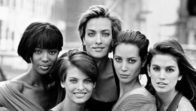 """Почти все самые красивые женщины этого времени - супермодели с мировым именем - снялись в клипе Джорджа Майкла """"Freedom"""". Наоми Кэмпбэлл, Линда Евагелиста, Клаудиа Шиффер и другие выходят на мировые подиумы и попадают на страницы глянцевых изданий, тем самым, формируя новый стереотип красоты: высокий рост, худоба, широкая улыбка, длинные волосы. Чтобы им соответствовать, женщины стали активно пользоваться услугами пластической хирургии. По данным Американского общества пластических хирургов, в период с 1997 по 2007 годы количество проведённых косметических процедур выросло более, чем в четыре раза."""