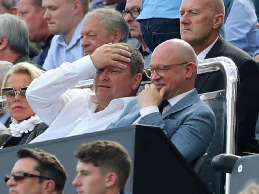 Mike Ashley appeared to stick two fingers up at protesting Newcastle fans last night after leaving a Ponteland restaurant. The Newcastle owner had met with Rafa Benitez and the rest of the squad over pizza, following the team's winless start to the season.  READ MORE>>>