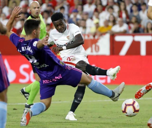 El Sevilla pagó 20 millones por el delantero holandés. Ha jugado 90 minutos en Liga