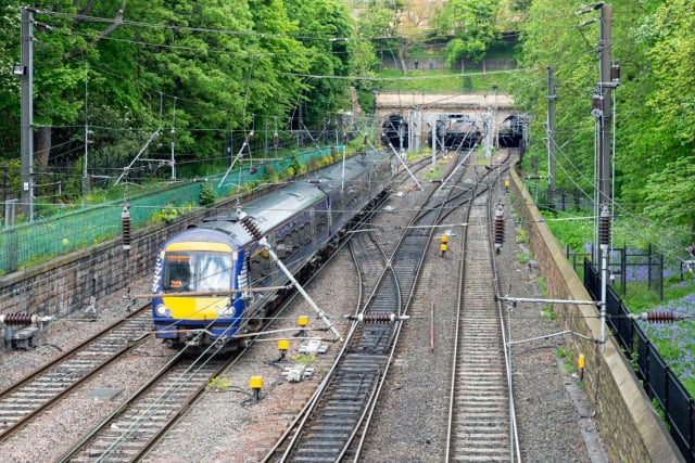 More than four out of ten of trains calling at Edinburgh Waverley are cancelled or delayed by more than one minute, according to a wide-ranging report into the performance of Britain's train services. FULL STORY HERE>>>