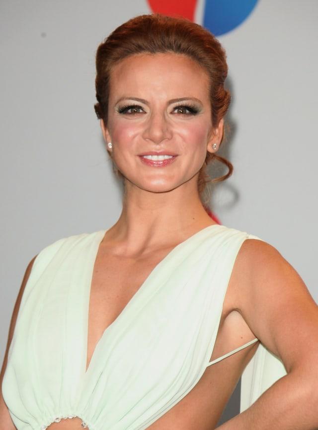 Silvia Navarro fue estrella de Tv Azteca gracias a telenovelas como  Perla  y  Catalina y Sebastian.  Pero decidió cambiarse a Televisa estrenándose con la teleserie  La candidata.