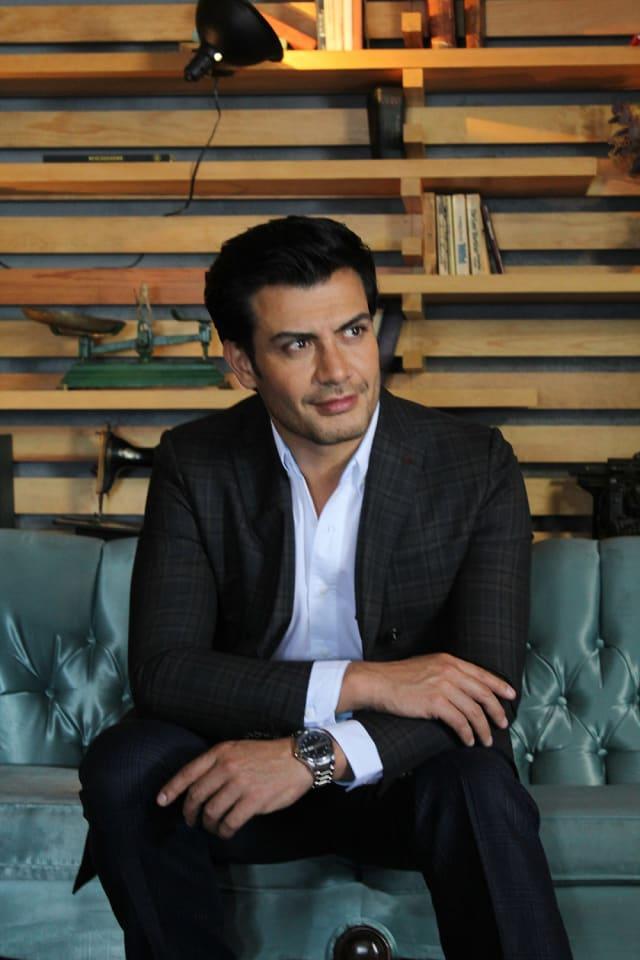Andrés Palacios inicio su carrera en la televisora del Ajúsco en 1999 con la telenovela  Romántica Obsesión.  Pero fue en 2005 cuando alcanzó su popularidad con su papel de Nicolás Pacheco en  Amor en Custodia.