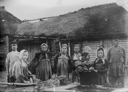 La guerra afectó gravemente la economía del país y desde 1914 no se dejaban de imprimir billetes para pagar los gastos. Esto disparó los precios de los alimentos, los cuales escaseaban. La población padecía hambre y pronto se alzaría.