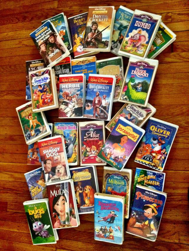 Muchos de los éxitos producidos por The Walt Disney Company, están basados en obras literarias que en su momento estuvieron sin la protección de los derechos de autor. Ejemplos de ello, son 'La bella durmiente' y 'Blancanieves', obras creadas por los hermanos Grimm y popularizadas por Disney.-