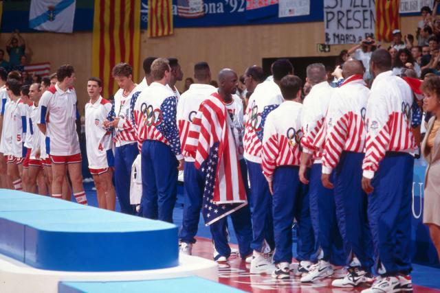 Dok je u Hrvatskoj bjesnio rat, hrvatski košarkaši na OI-a u Barceloni 1992. ostvarili su najveći uspjeh u povijesti domaće košarke i izborili finale protiv jedinog pravog Dream Teama. Dražen Petrović, Toni Kukoč, Dino Rađa i društvo suprotstavili su se Jordanu, Magicu, Birdu i ostalim ikonama svjetske košarke. Prije tog finala malo tko je na svijetu čuo za Hrvatsku. Nakon njega sve je bilo drugačije.