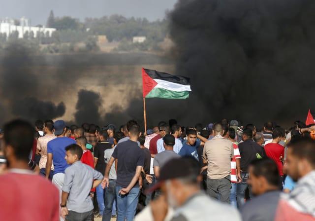 La menace à la frontière entre Israël et Gaza est le deuxième défi pour Kochavi. Bien qu'Eisenkot n'ait supervisé aucune guerre pendant son mandat de chef de cabinet, des groupes terroristes dans l'enclave côtière sous blocus ont retrouvé leurs capacités militaires d'avant 2014 et ont tiré des centaines de roquettes et de mortiers sur le sud d'Israël au cours des quatre dernières années. Alors que le système d'interception de missiles Iron Dome de l'armée continue d'abattre avec succès une grande majorité de projectiles, le Hamas et le Jihad islamique ont réussi à le submerger lors de la dernière escalade en lançant simultanément de grands barrages de missiles et de mortiers. Les FDI s'attendent à ce que les communautés riveraines de la bande de Gaza soient continuellement frappées par des attaques à la roquette et au mortier lors du prochain affrontement militaire et que les communautés doivent être évacuées. Au cours de son mandat de chef de cabinet, Kochavi devra également faire face aux émeutes hebdomadaires à la frontière, qui ont vu la participation de milliers de Gazaouites qui ont lancé des engins aériens incendiaires et explosifs dans le sud d'Israël, brûlant des centaines de milliers d'acres de territoire. Kochavi supervisera également l'achèvement de la barrière souterraine de l'armée israélienne, qui devrait éliminer la menace posée par les tunnels d'attaque transfrontaliers.