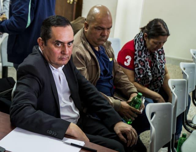 Durante las audiencias Raúl Cardona (alcalde de Envigado), Diego Echavarría (secretario de Educación) y Girlesa Mesa (secretaria de Hacienda), se han sentado juntos. Foto: Julio César Herrera.