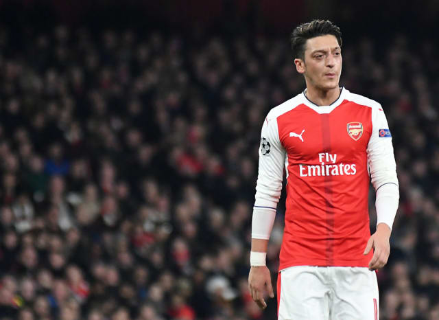 Inter Milan are interested in bringing Arsenal Mesut Ozil to Serie A. The German star has found himself on the bench for tough away games under Unai Emery and could look for a way out. (The Sun)