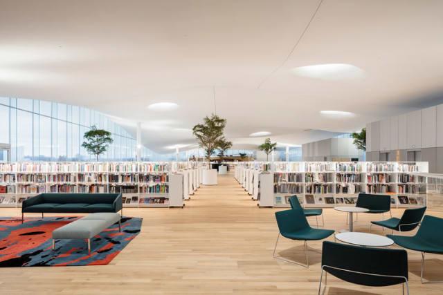 """Esta biblioteca será ligeramente diferente a todas las conocidas, el silencio no será obligatorio en algunas áreas, habrá """"ruido positivo"""", y sus responsables serán robots bibliotecarios. -"""