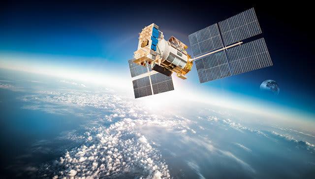 В 1999 и 2005 годах экземпляры Конституции России побывали в космосе. Одна брошюра находилась на станции «Мир», а другая на борту МКС. Общая длительность обоих «полетов» главного закона составила 329 дней.