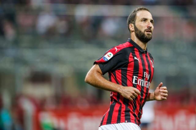 Chelsea have set their sights on AC Milan forward Gonzalo Higuain. The Argentine was a target of Maurizio Sarri during the summer. (Daily Mail)