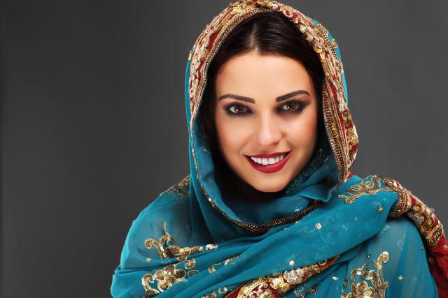 إيران من اكثر البلدان التي تجرى نسائها عمليات تجميل بالأنف. فجمال الأنف من أهم ما يهتم به النساء الإيرانيات. ويحرصون على رسم خطوط الوجه الصحيحة فيهتمون برسمة الحاجب و كحل العين.