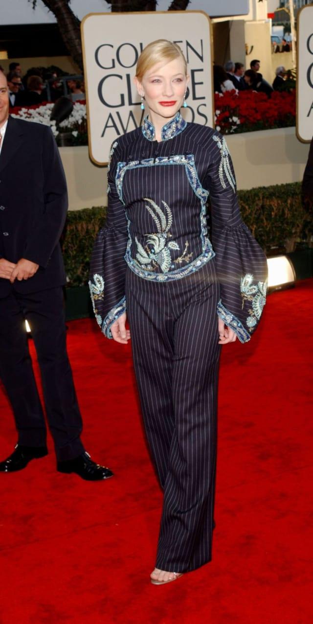 Одна из номинанток нашего голосования «Самая стильно одетая звезда», Кейт в нулевых тоже допускала модные промахи.