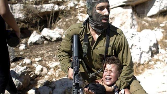 (Israel) ha asesinado a más de 3.000 niños desde el inicio de la Segunda Intifada en el 2000, hasta abril de 2017, de acuerdo a cifras del Ministerio de Información Palestino.Además, han herido a más de 13.000, detenido a 12.000 y alrededor de 300 se encuentran en sus cárceles.