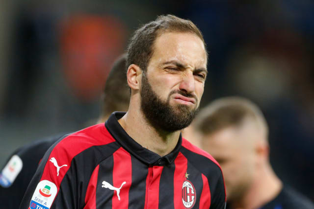 Chelsea have pulled out of a deal to sign Gonzalo Higuain. The Argentine is currently on loan at AC Milan from Juventus and the complexities of the deal make it too difficult. (Goal)