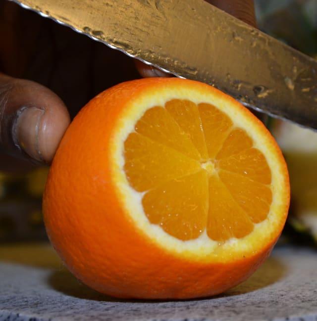 Als Deko Orangenscheibe und ein Stück Ananas.