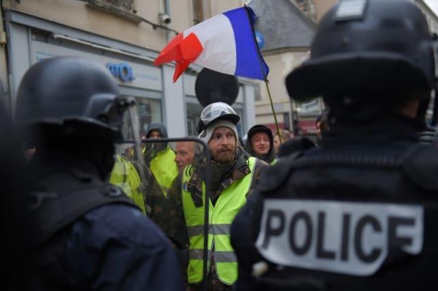 """Plus de 5.000 """"gilets jaunes"""" manifestent ce samedi dans les rues de Bourges."""