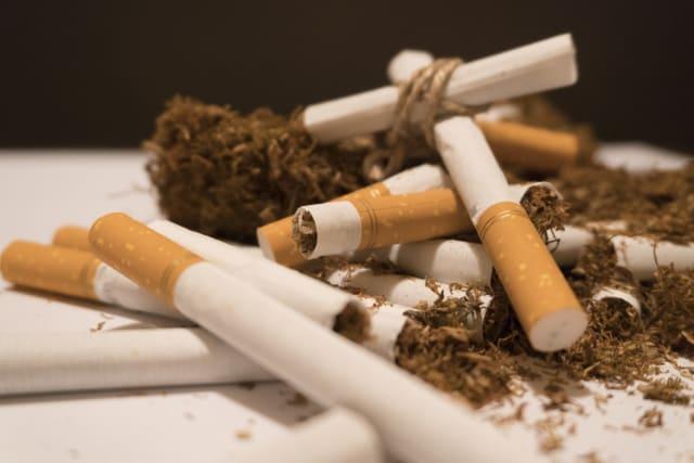 Si la nicotina fuese administrada por vía endovenosa, el tiempo en que alcanzaría el sistema nervioso central sería entre 12-15 segundos.-