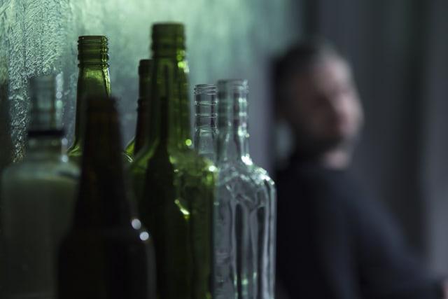 El abuso del alcohol es un factor causal en más de 200 enfermedades y trastornos.-