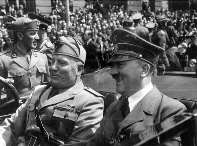 Benito Mussolini y Adolf Hitler en Munich, Alemania; 1940.-
