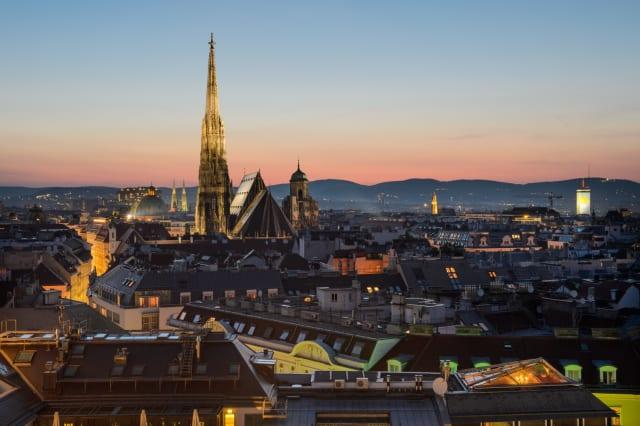 Kaiserliche Paläste, üppige Gärten, gemütliche Kaffeehäuser und hübsche Gassen: Wien gilt als eine der romantischsten Städte Europas und wurde für das Valentinstags-Wochenende am siebthäufigsten gebucht.