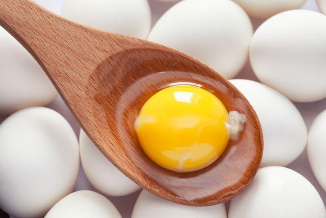 Ένας μεγάλος κρόκος αυγού περιλαμβάνει 37 IUs βιταμίνης D