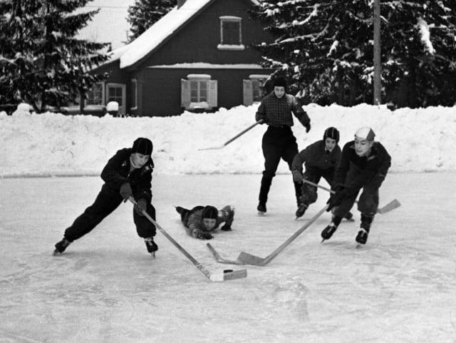 El hockey sobre hielo es otro deporte donde Lev Yashin podría llegar a ser una leyenda, pero el fútbol resultó ser su verdadero destino.