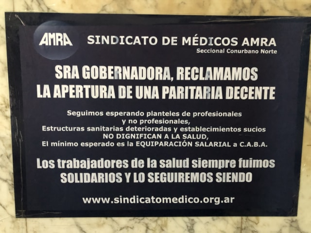Los médicos de hospitales públicos de Argentina piden al Estado que su salario no se pauperice por la inflación