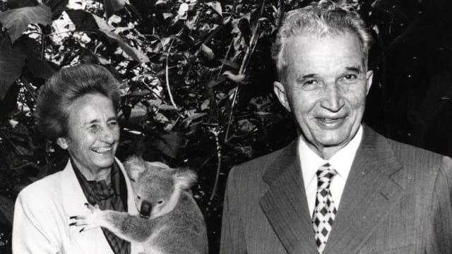 Nicolae Ceaușescu, Presidente de la República Socialista de Rumania y su esposa Elena.-