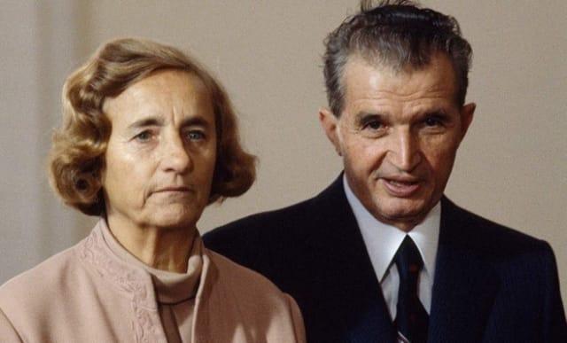 Los los Ceaușescu manejaban los asuntos públicos como si se tratase de la actividad doméstica, con la diferencia de que sus métodos de gobierno eran cada vez más severos y la represión reinaba en el país.-