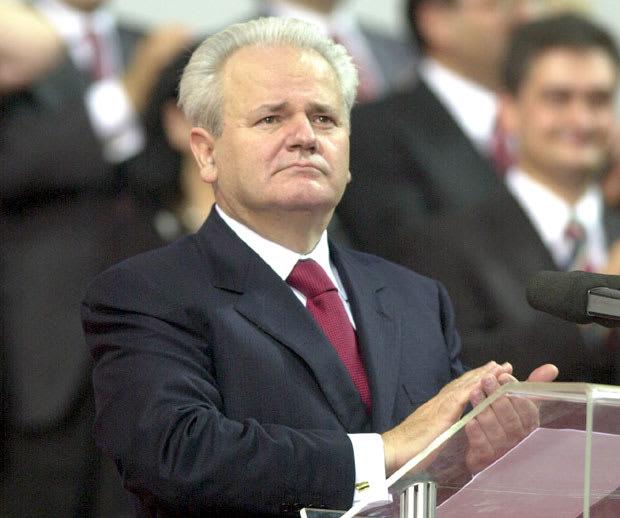 Milošević exaltó el agazapado nacionalismo de su pueblo emprendiendo la espeluznante guerra en Bosnia.-