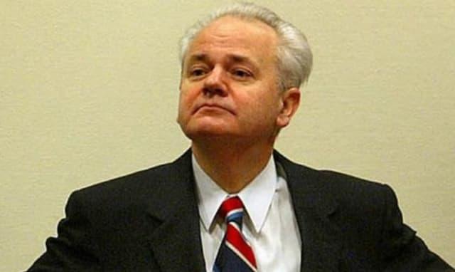 La atrocidad más notoria de Milošević fue el genocidio de albaneses en el sur de Kosovo en 1999.-