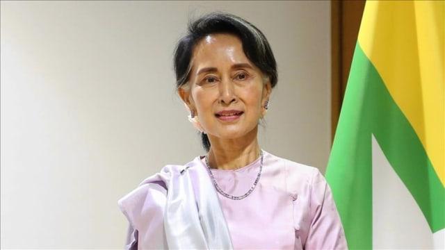 Аун Сан Су Чи ньМьянмарынсөрөг хүчнийулс төрч, МьянмарынАрдчиллын Төлөө Үндэсний Лиг(АТҮЛ)-ийн ерөнхий нарийн бичгийн дарга юм.1990 оны бүх нийтийн сонгуульдтүүний удирдсан АТҮЛ нийт сонгогчдын 59%-ийн саналыг авч, парламентын суудлын 81% (392/485)-г эзлэхээр болсон. Гэвч уг сонгуулиас өмнө тэр аль хэдийнгэрийн хориондороод байв. Тэрээр 1989 оны 7 сарын 20-ноос эхлээд, сүүлд суллагдсан 2010 оны 11 сарын 13 хүртэлх 21 жилийн 15-ыг нь гэрийн хорионд өнгөрүүлсэн, дэлхийн хамгийн алдартай улс төрийн хоригдлуудын нэг байлаа. Ардчилал, хүний эрхийн төлөө амь биеэ үл хайрлан тэмцсэн нэг хүн нь Ан Сан Сү Чи гэдэгтэй маргах хүн гарахгүй биз. Гэрийн хорионд байсан хэдий ч зарчимч, тууштай, зоригтой энэ эмэгтэй зэвсгийн хүчээр төрийн эрхийг бариад байсан армийн офицеруудын удирдлагыг ардчилсан сонгууль явуулах гарцаагүй байдалд оруулж чадсан юм. Хамгийн гол нь цус урсгасан дайн тулаан хийлгүй тайван замаар ардчилсан тогтолцоо руу шилжих боломжийг бий болгосон. Түүний энэхүү зүтгэлийг дэлхийн нийт өндрөөр үнэлж, 1990 ондРафтогийн шагнал,Сэтгэлгээний эрх чөлөөний төлөө Сахаровын шагнал, 1991 ондНобелийн энхтайвны шагнал, 1992 онд Энэтхэгийн засгийн газраасОлон улсын ойлголцлын Жавахарлал Неругийн шагнал, Венесуэлийн засгийн газраасОлон улсын Симон Боливарын шагналхүртжээ. Мөн 2007 онд Канадын засгийн газраас тус улсын хүндэт иргэн цол хүртсэн дөрөв дэх хүн болсон.