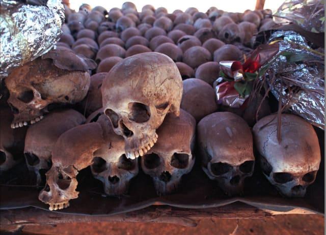 Calaveras de las víctimas de la masacre de Ruanda