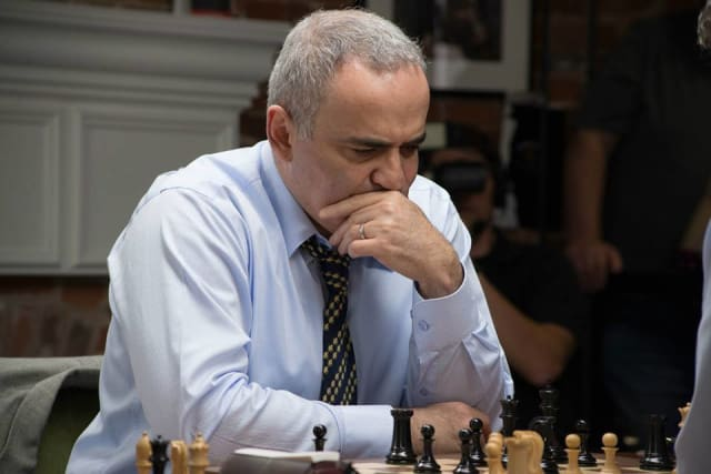 Maestro ajedrecista.Se convirtió en el campeón mundial de ajedrez más joven de la historia en 1985, cuando tenía 22 años, pero ya desde los 12 había mostrado sus habilidades al ganar un campeonato sub 18 en la Unión Soviética y luego un sub 20 del mundo cuando tenía 17. Llegó a competir con la supercomputadora de IBM, en 1996 y 1997. Ahora promueve la enseñanza del ajedrez en sistemas educativos a través de la organización sin fines de lucro Kasparov Chess Foundation. Miércoles 24 de abril / 19:00 horas / Main Stage