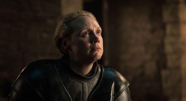 Fotograma del 8x02 de 'Game of Thrones' durante el nombramiento de Sir Brienne of Tarth.-
