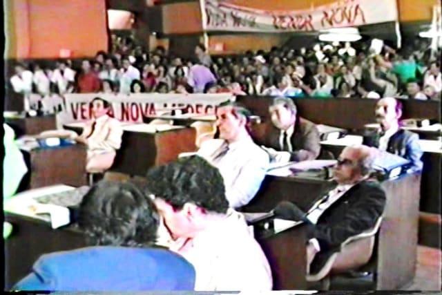 Com todos os requisitos comprovadamente atendidos, o relator Paulo Hartung emitiu parecer pela continuidade do processo na Ales e pediu a realização do plebiscito, aprovada em 05 de novembro de 1987. (Na foto, faixa e vendanovenses em massa na Ales no dia da votação para aprovar a realização do plebiscito no distrito)