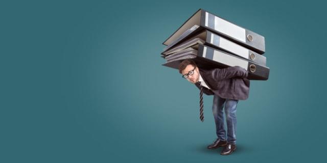 Asegúrate de no medir el éxito de tus colaboradores de acuerdo con el tiempo que pasan frente a una computadora, que esto no asegura que realmente sean productivos. Replantea tu forma de evaluar su desempeño según el tipo de actividades que realizan y cómo éstas generan un impacto directo en el negocio.