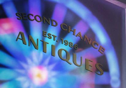 Pixar abrió sus puertas en 1986, al mismo tiempo que la tienda de antigüedades y en el letrero de la entrada lo plasmaron de una bella manera.
