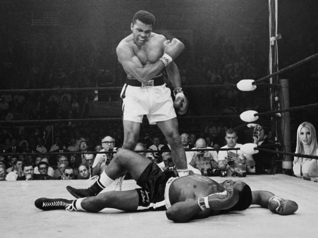 En la pelea de Muhamed Ali contra Sonny Liston (Neil Leifer, 1965).