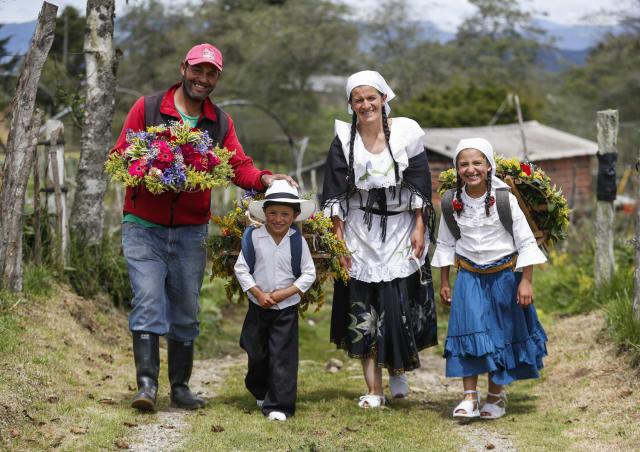 Marta Elena comparte la tradición silletera con su familia. Fotos: Manuel Saldarriaga.