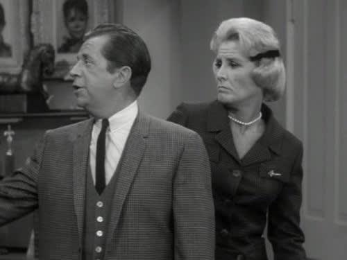Los actores que interpretaban a los camaradas de la estrella en The Dick Van Dyke Show son mencionados como invitados para la próxima semana por Allen Kincaid (Spencer Garrett), un periodista ficticio de Hollywood que inicia la película al entrevistar a Rick y a Cliff.